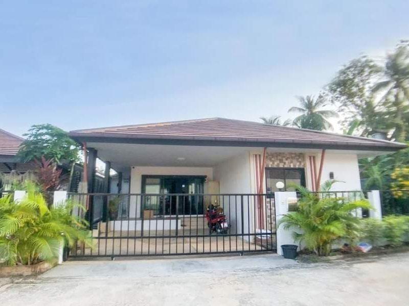 Дом на продажу в тихом месте в Paklok рядом с Ao Po Marina.