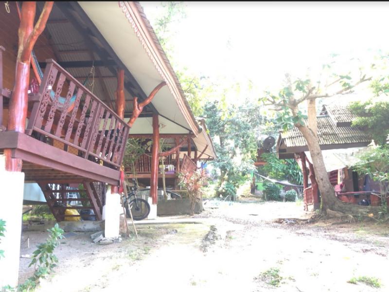 Продается участок - 5 домов с землей