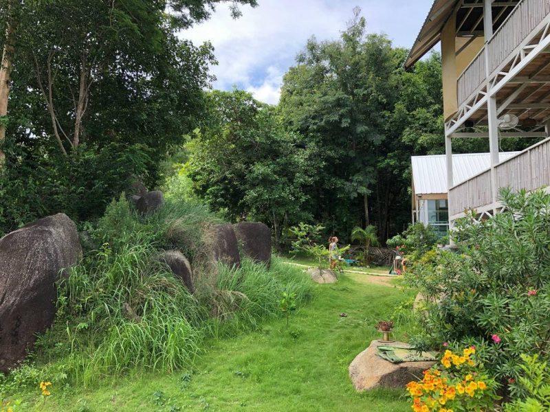 Земельный участок с постройками 1 рай