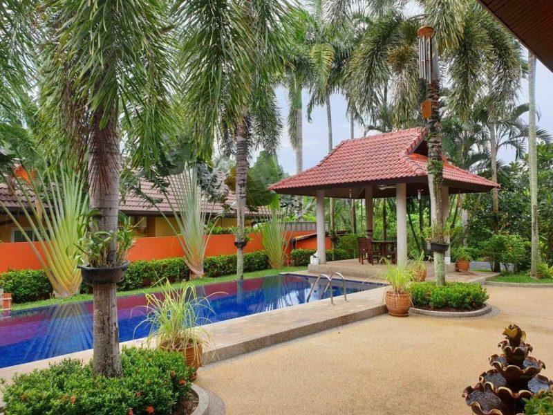 Вилла с бассейном в Rawai.