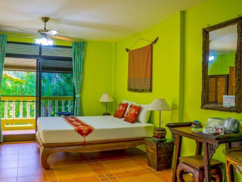 Отель/гостевой дом на продажу в Най Янге.