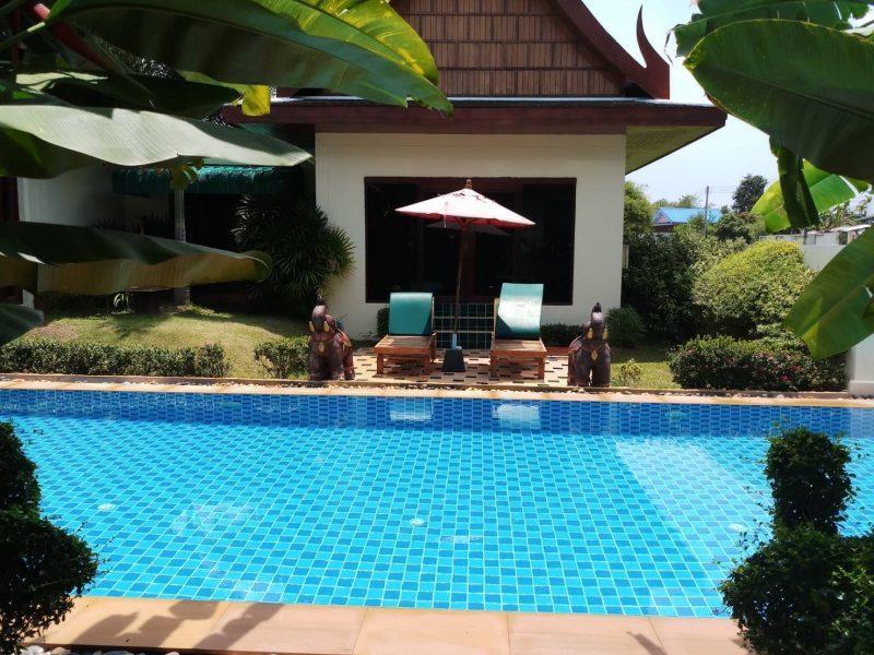 Вилла с бассейном на продажу в Банг Тао