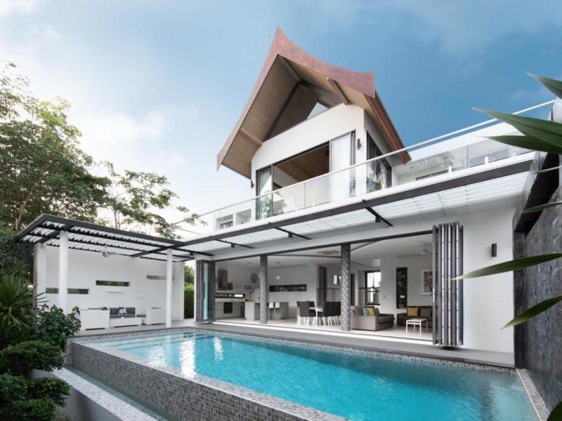 Продается комплекс из 2 вилл с 2 бассейнами и футбольным полем в Бангтао