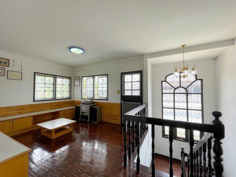 Доступен на продажу очень большой дом в очень спокойном районе Таланга.